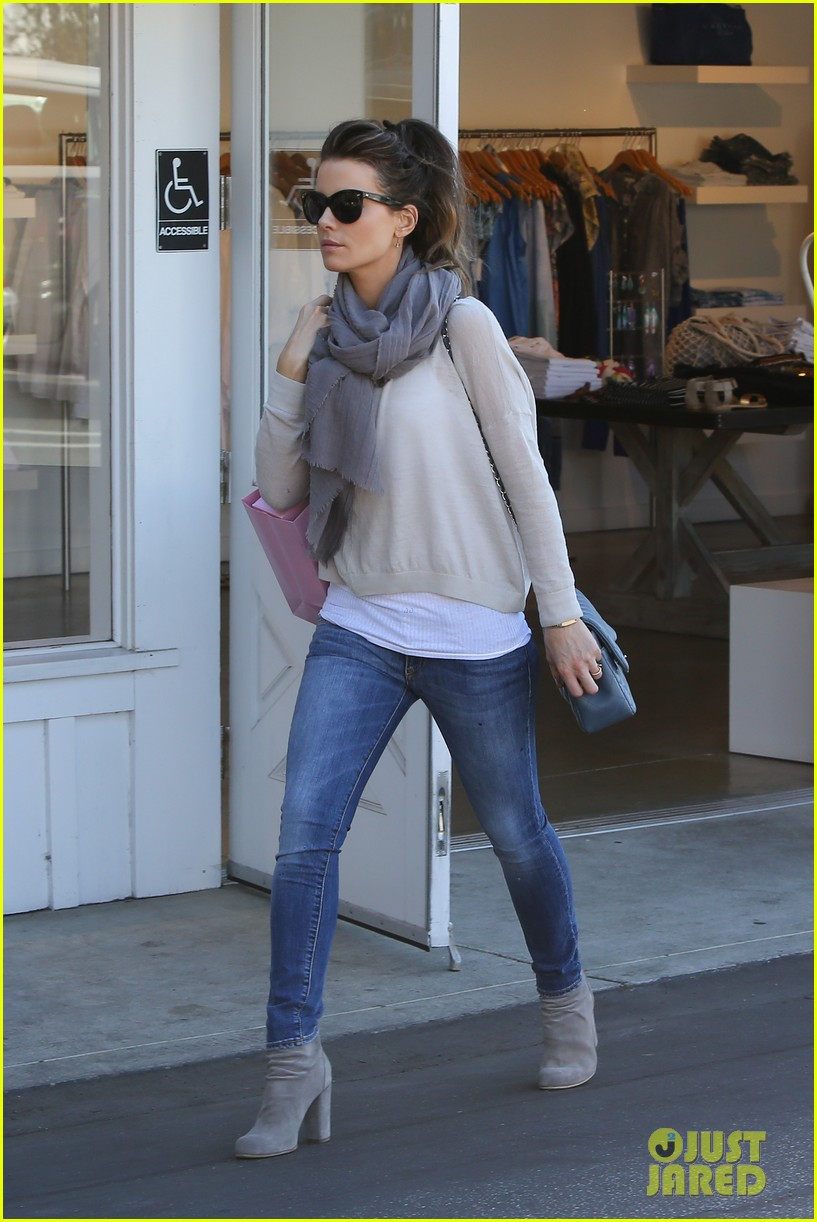 kate beckinsale calypso shopping stop 05