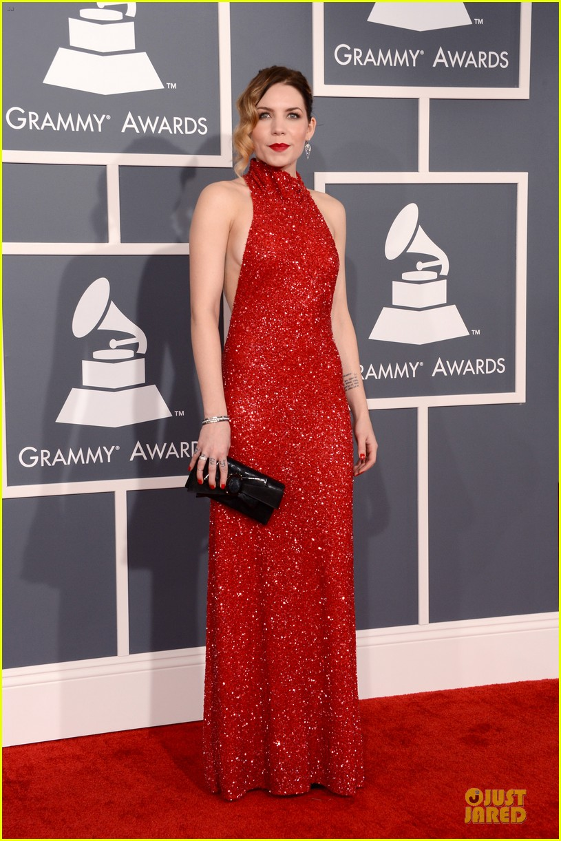 natasha bedingfield skylar grey 2013 grammys red carpet 05