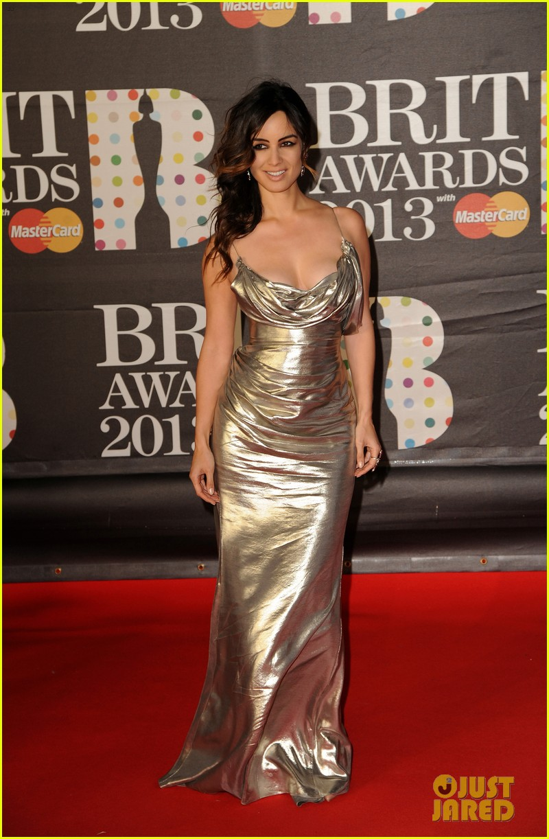 berenice marlohe jessie j brit awards 2013 red carpet 03