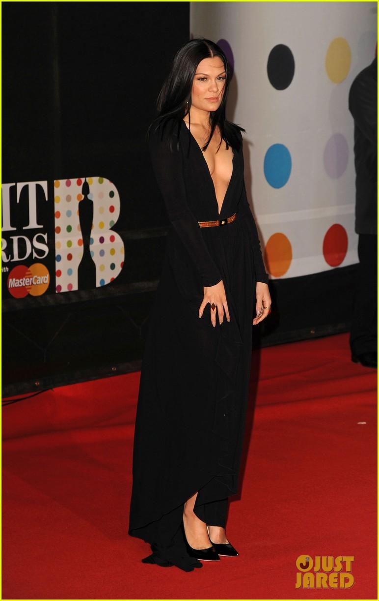 berenice marlohe jessie j brit awards 2013 red carpet 09