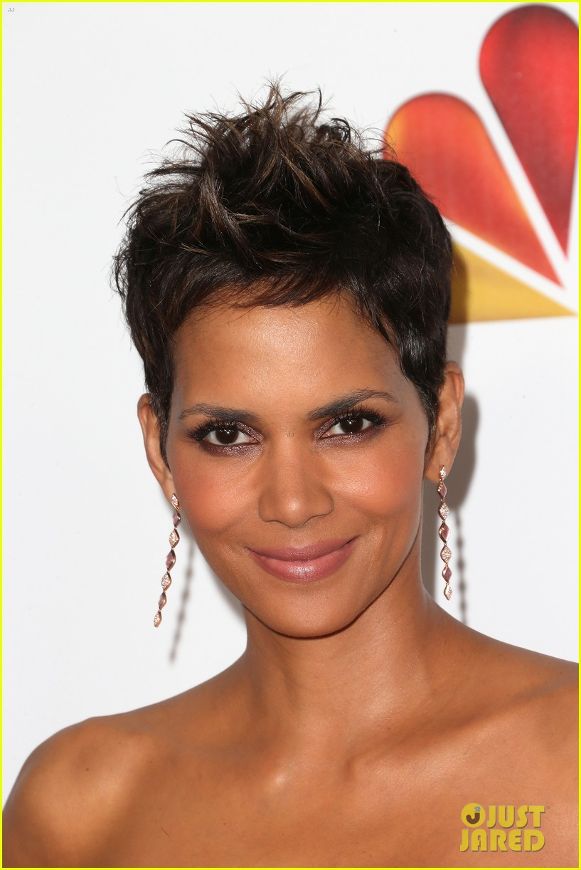 halle berry naacp image awards 2013 red carpet 02
