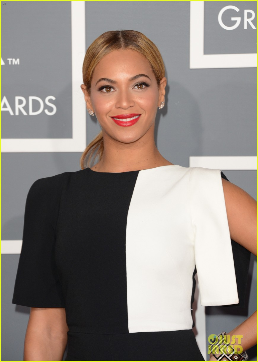 beyonce grammys 2013 red carpet 02