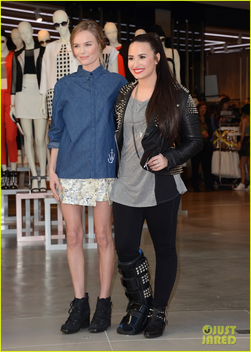 kate bosworth demi lovato topshop grand opening 03