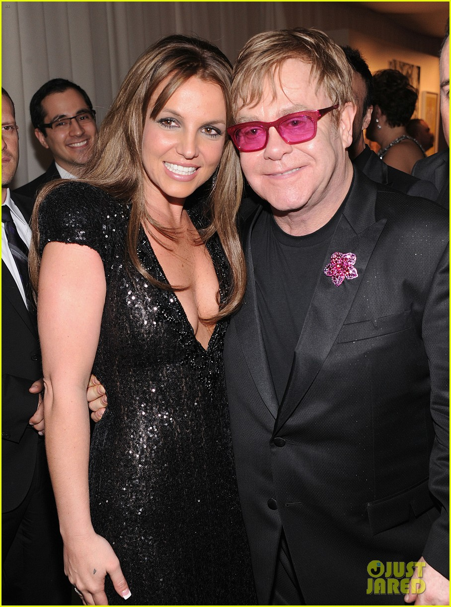 britney spears brown hair at elton john oscars party 2013 04