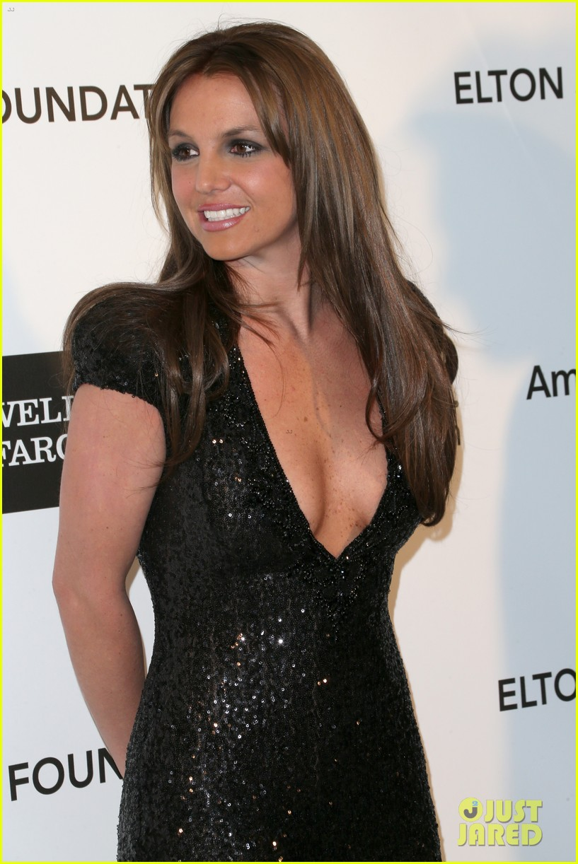 britney spears brown hair at elton john oscars party 2013 18
