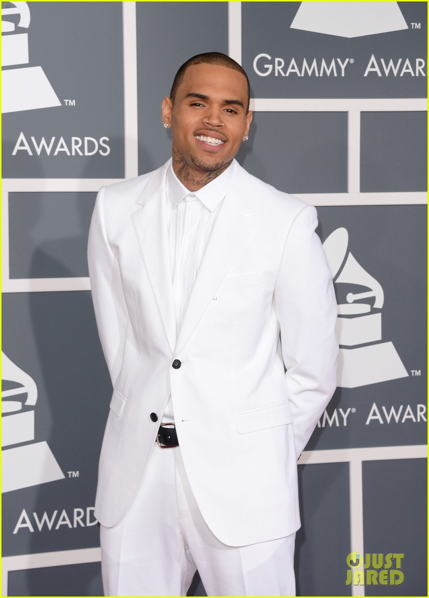 chris brown grammys 2013 red carpet 03