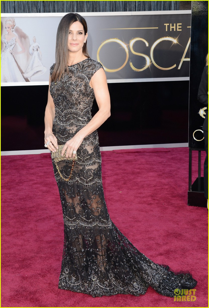 sandra bullock oscars 2013 red carpet 01