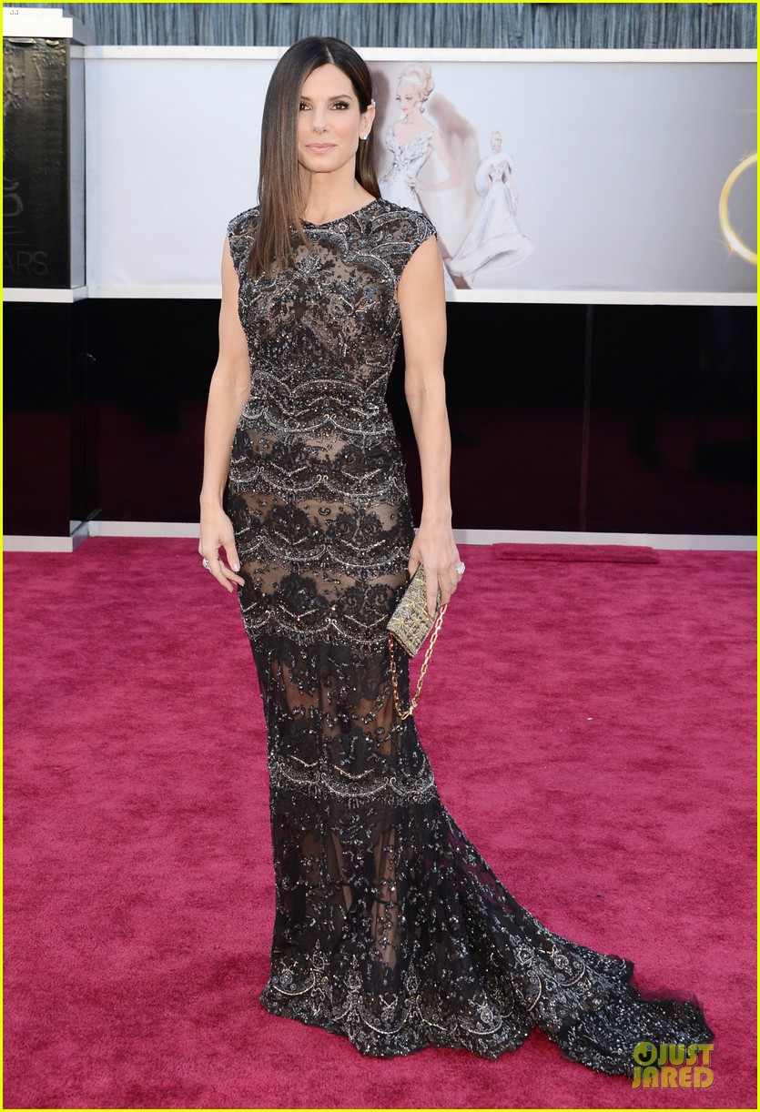 sandra bullock oscars 2013 red carpet 032819227