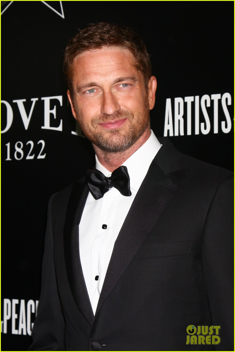 gerard butler hollywood domino pre oscar gala 05