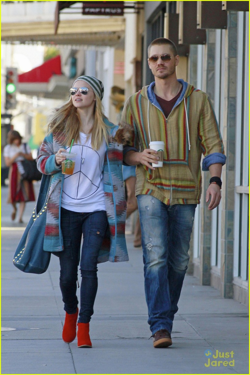 chad michael murray kenzie dalton matching hippie duo 01