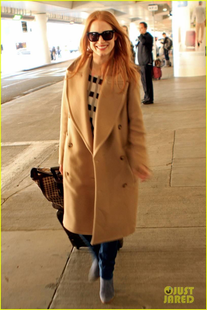 jessica chastain touches down in los angeles 04
