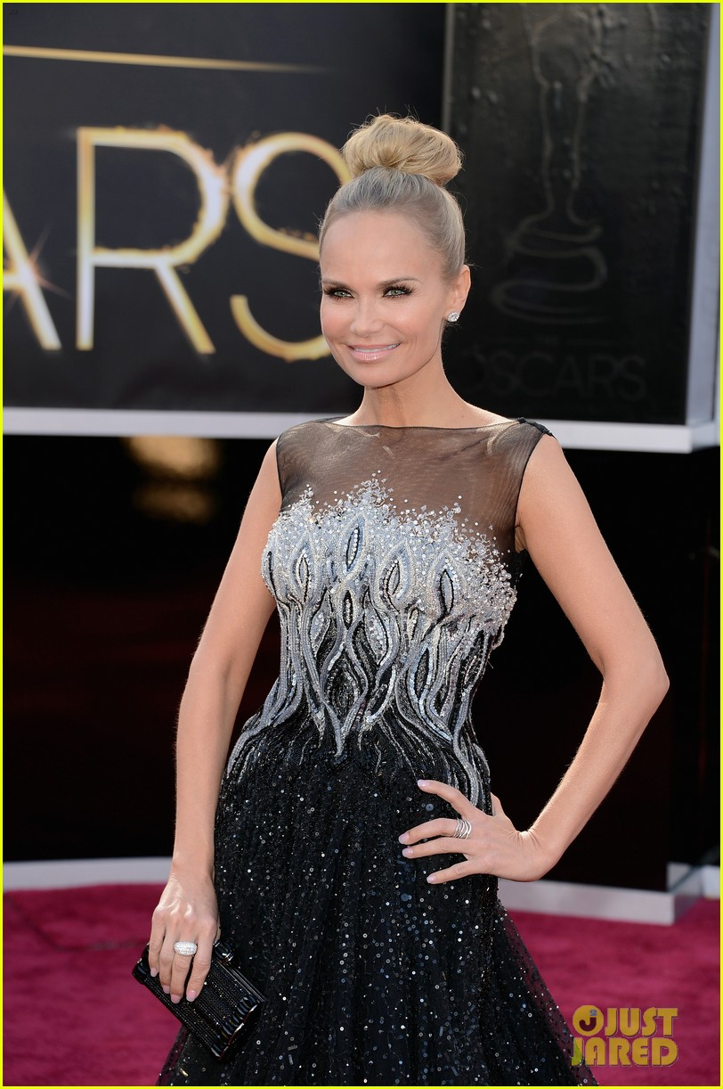 kristin chenoweth oscars 2013 red carpet 05