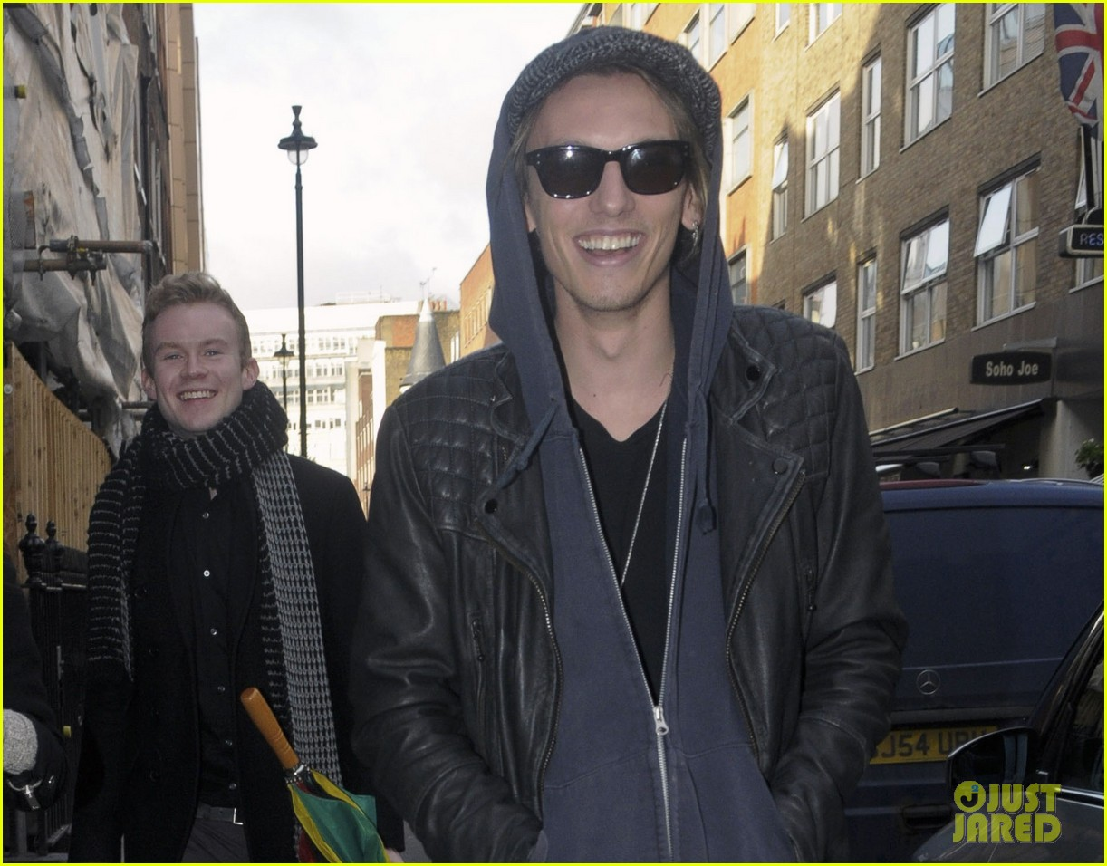 lily collins jamie campbell bower london lovebirds 02
