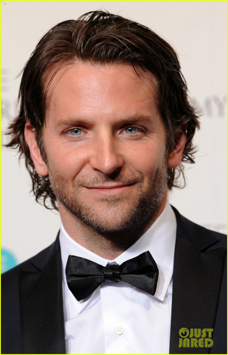 bradley cooper baftas 2013 red carpet 022808943