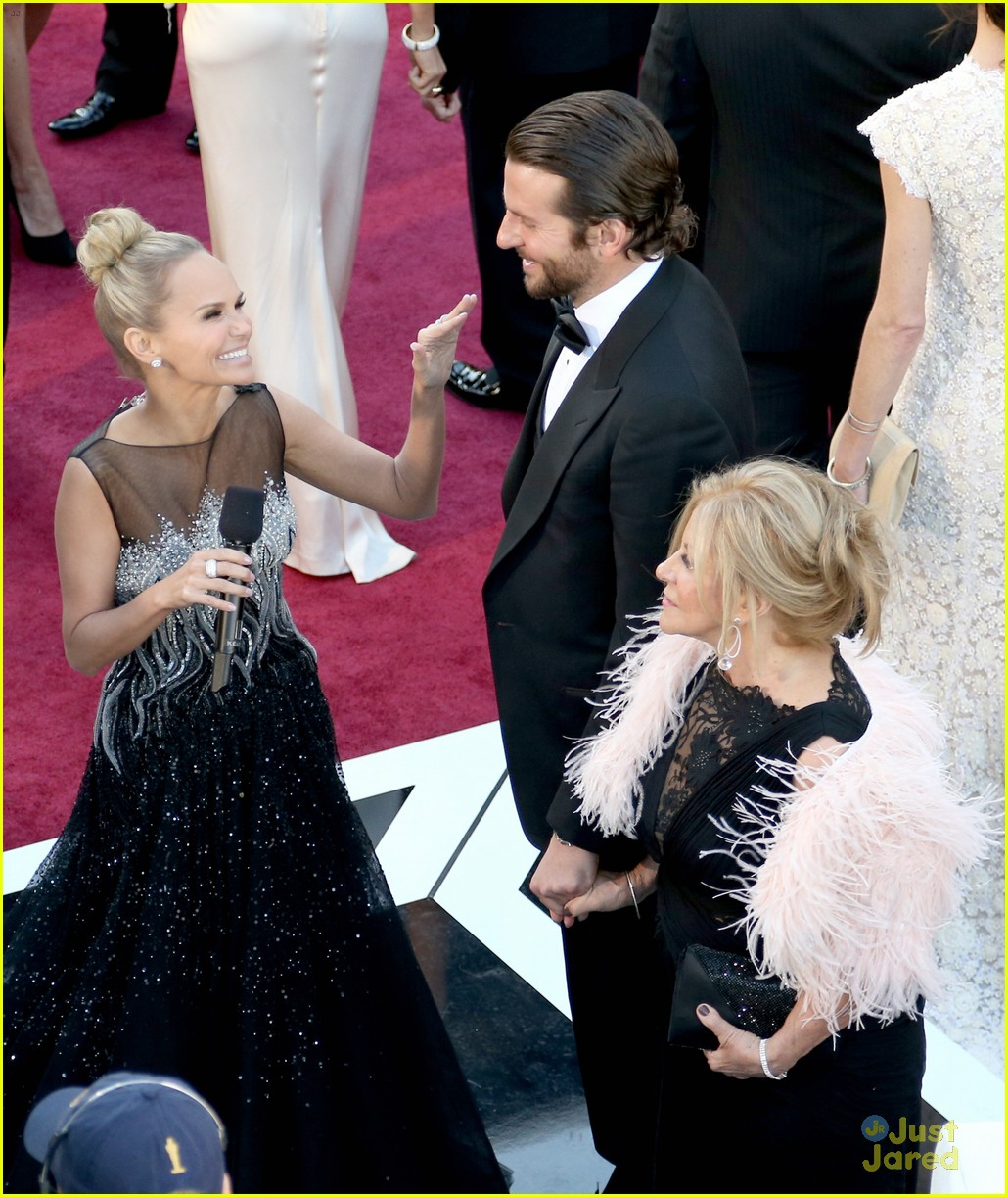bradley cooper oscars 2013 red carpet 02