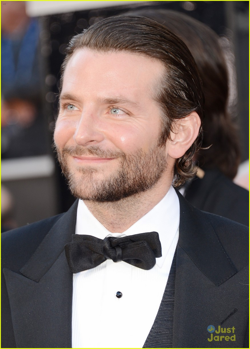 bradley cooper oscars 2013 red carpet 03