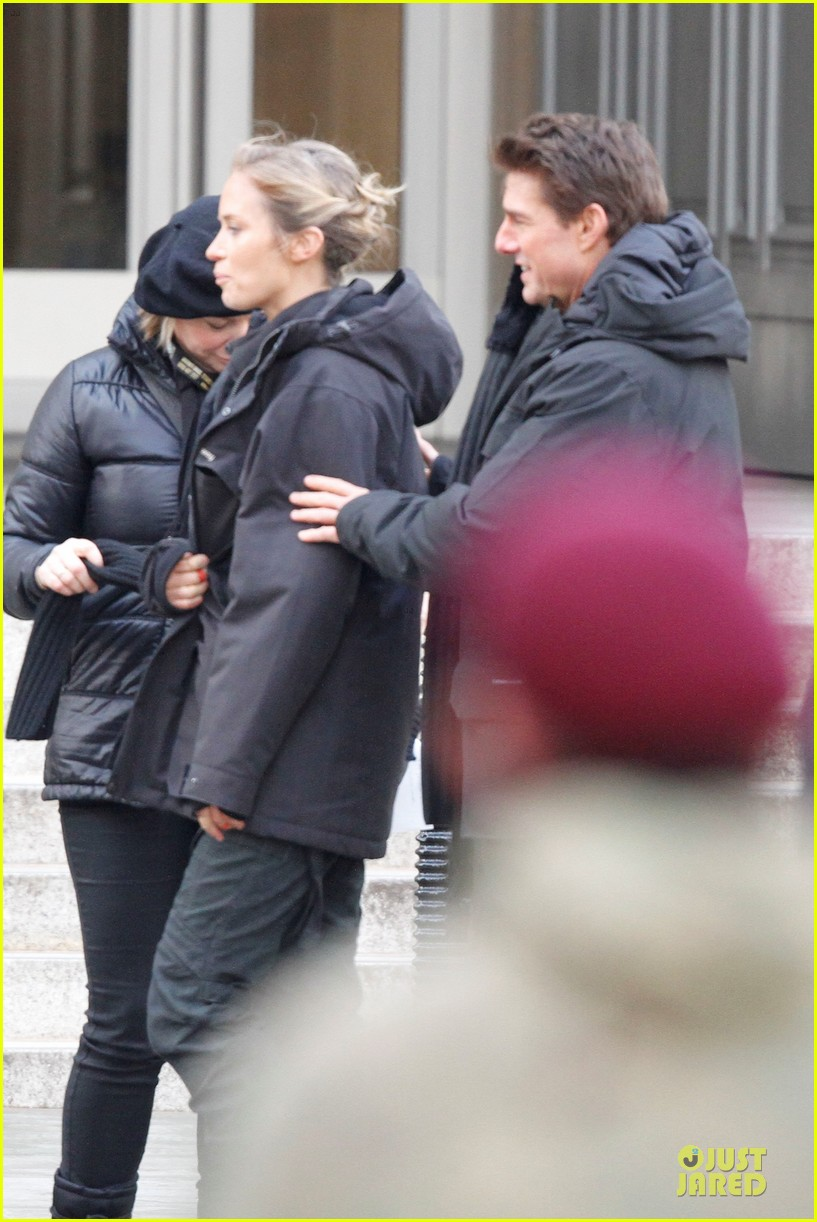 tom cruise all you need is kill set with emily blunt 04