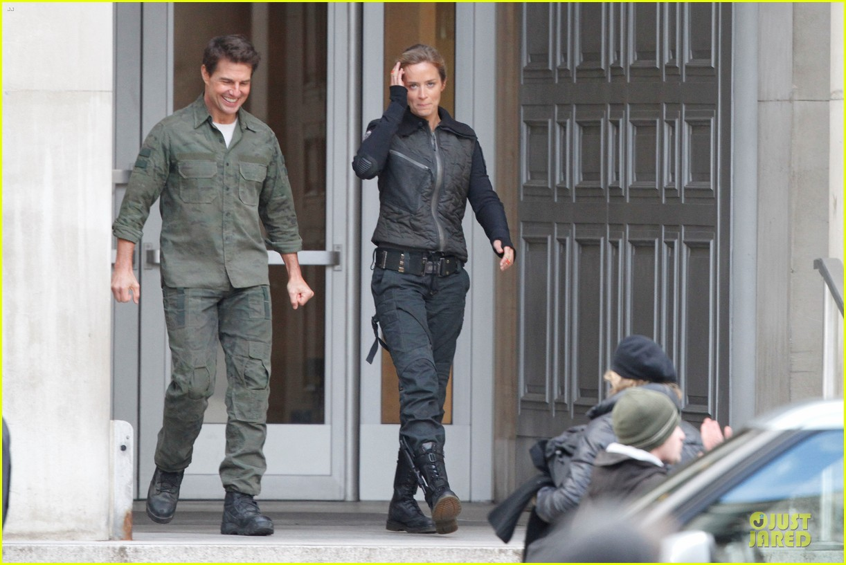 tom cruise all you need is kill set with emily blunt 092803169