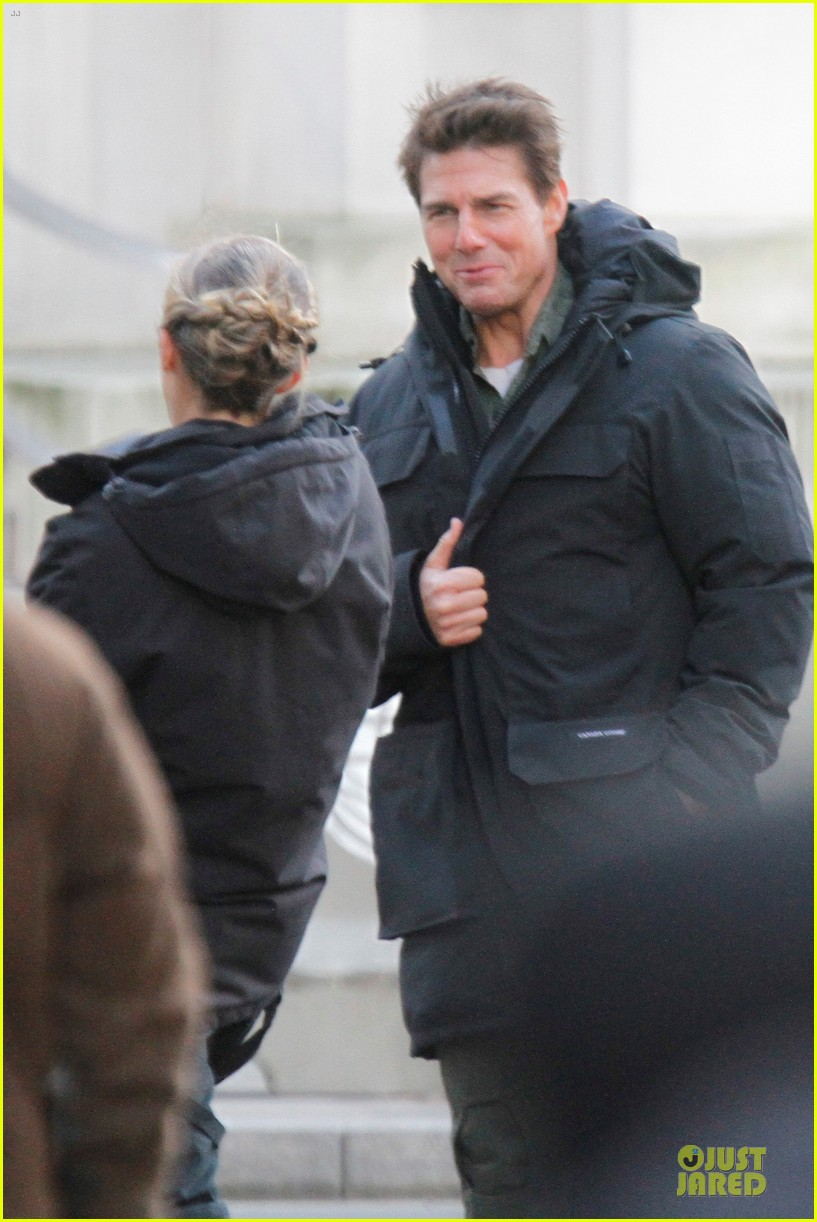 tom cruise all you need is kill set with emily blunt 13
