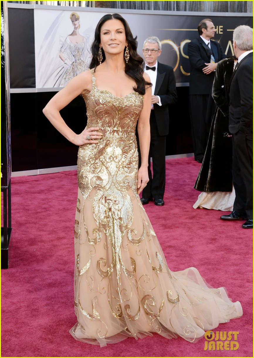 catherine zeta jones oscars 2013 red carpet with michael douglas 042819052