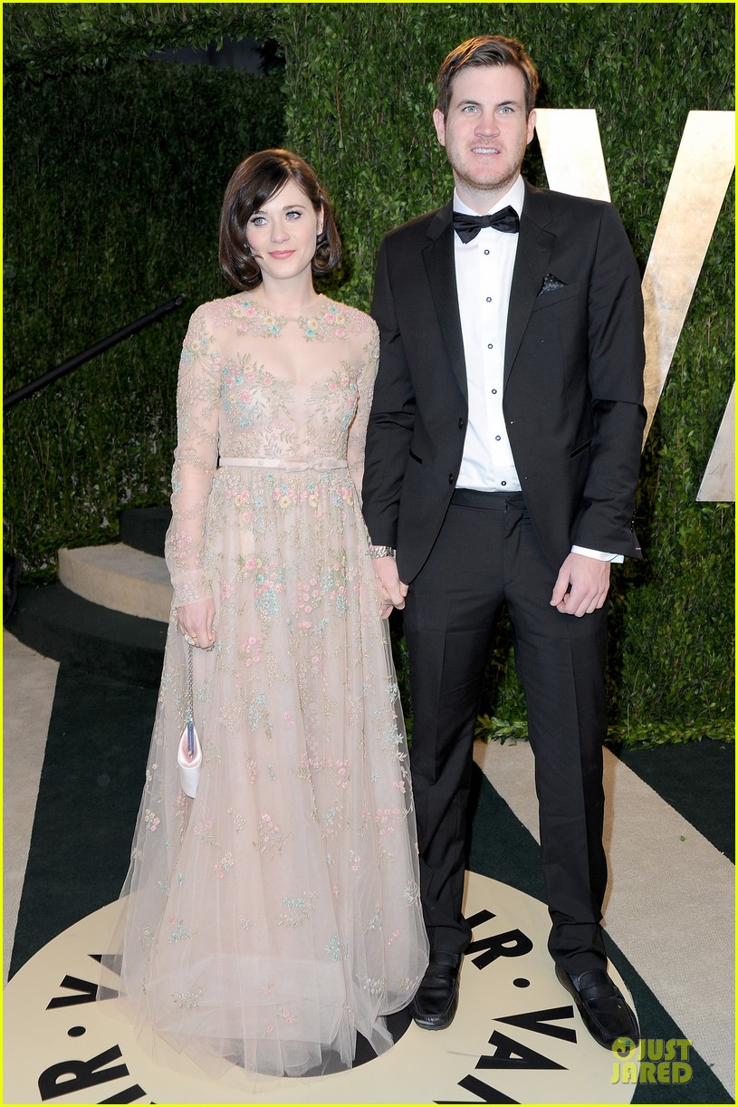 zooey deschanel jamie linden vanity fair oscars party 2013 032819511