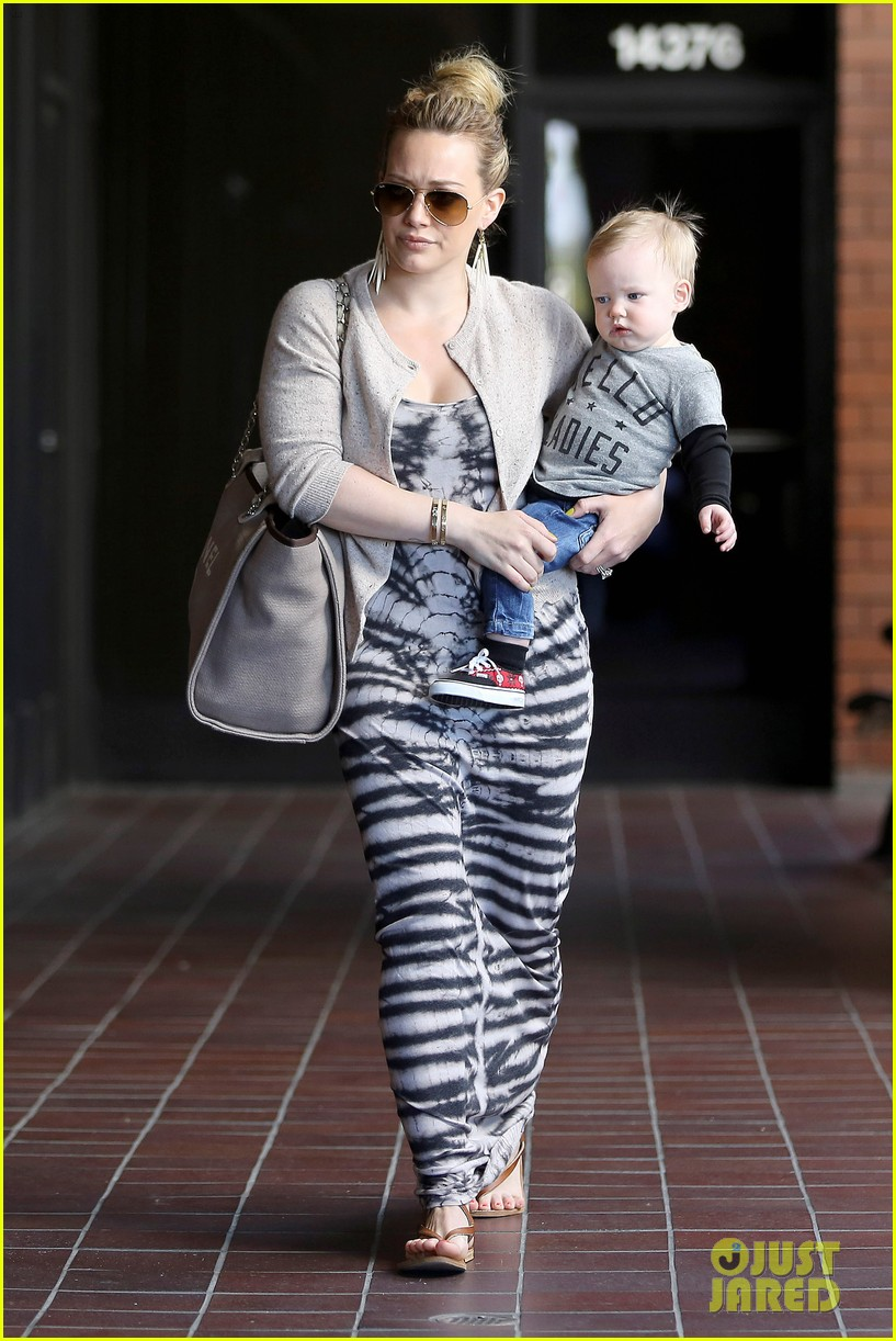 hilary duff lost 30 pounds after giving birth 032812402