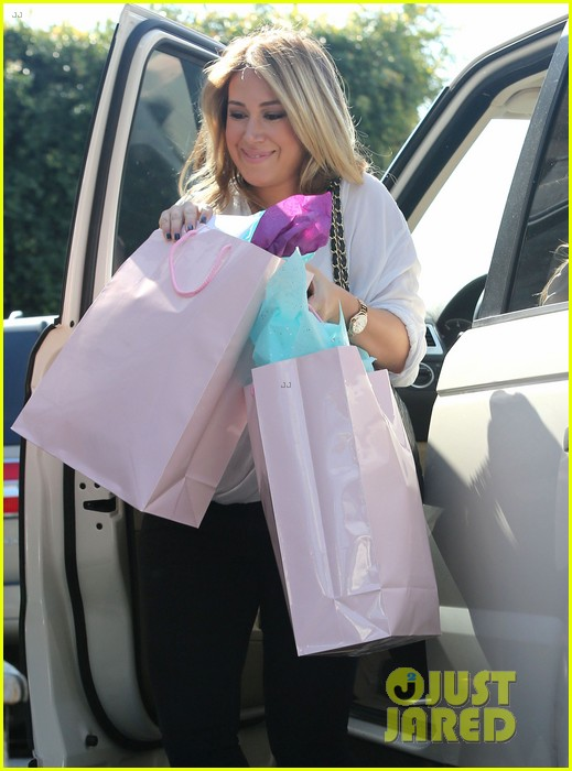 hilary duff baby shower with sister haylie 02