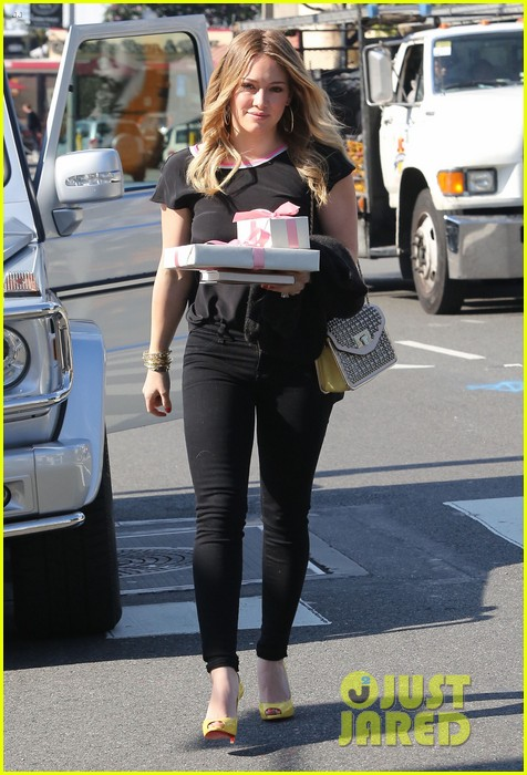 hilary duff baby shower with sister haylie 09
