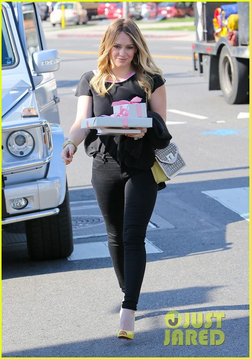 hilary duff baby shower with sister haylie 212808779