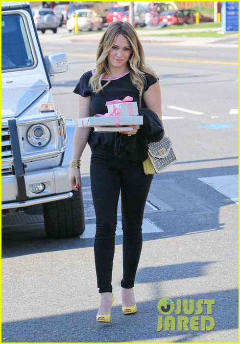 hilary duff baby shower with sister haylie 22