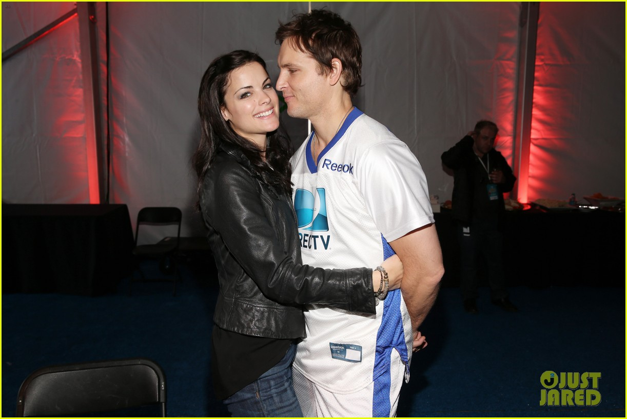 peter facinelli jaimie alexander super bowl kisses 12