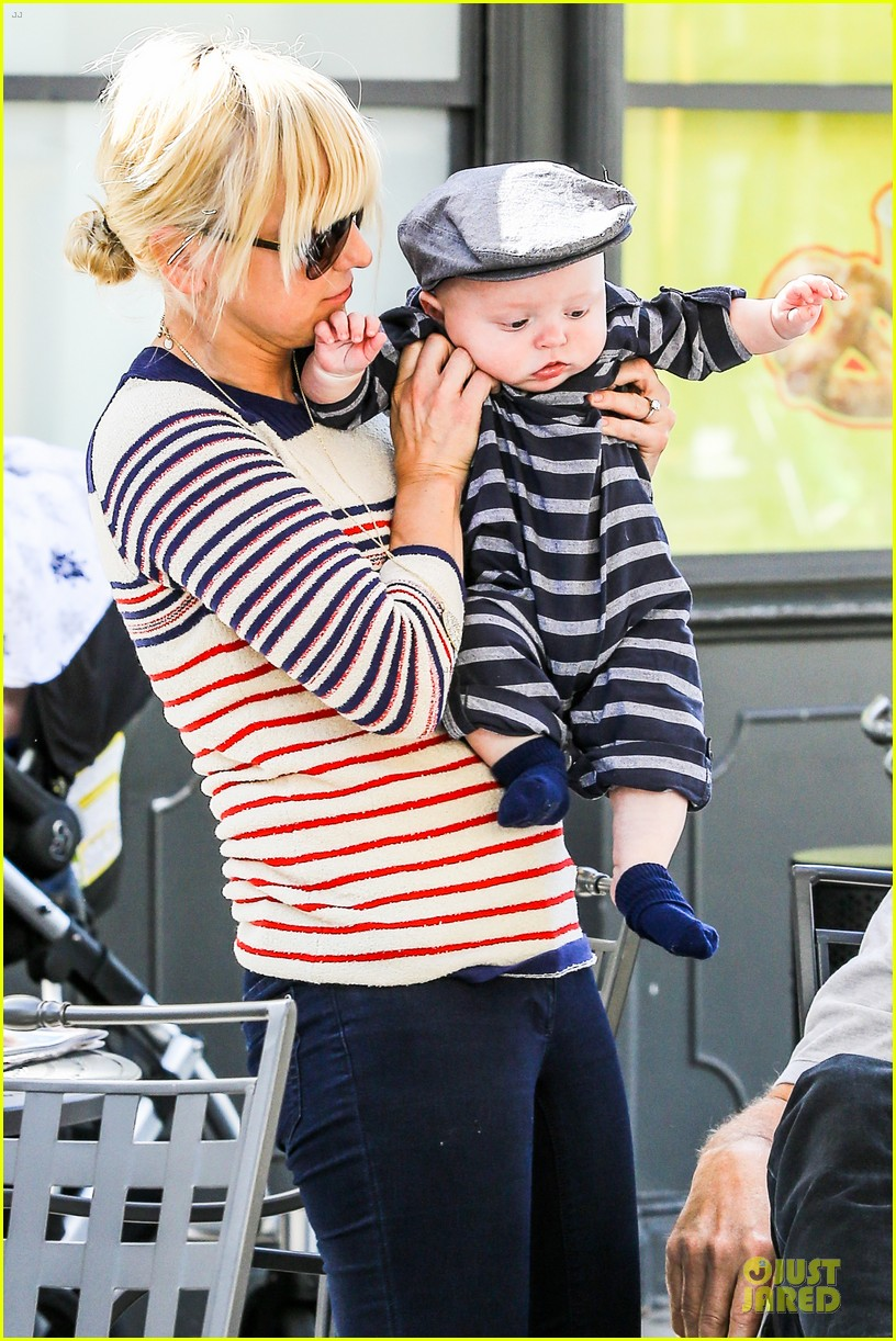 anna faris jack baby gap shopping duo 022813116