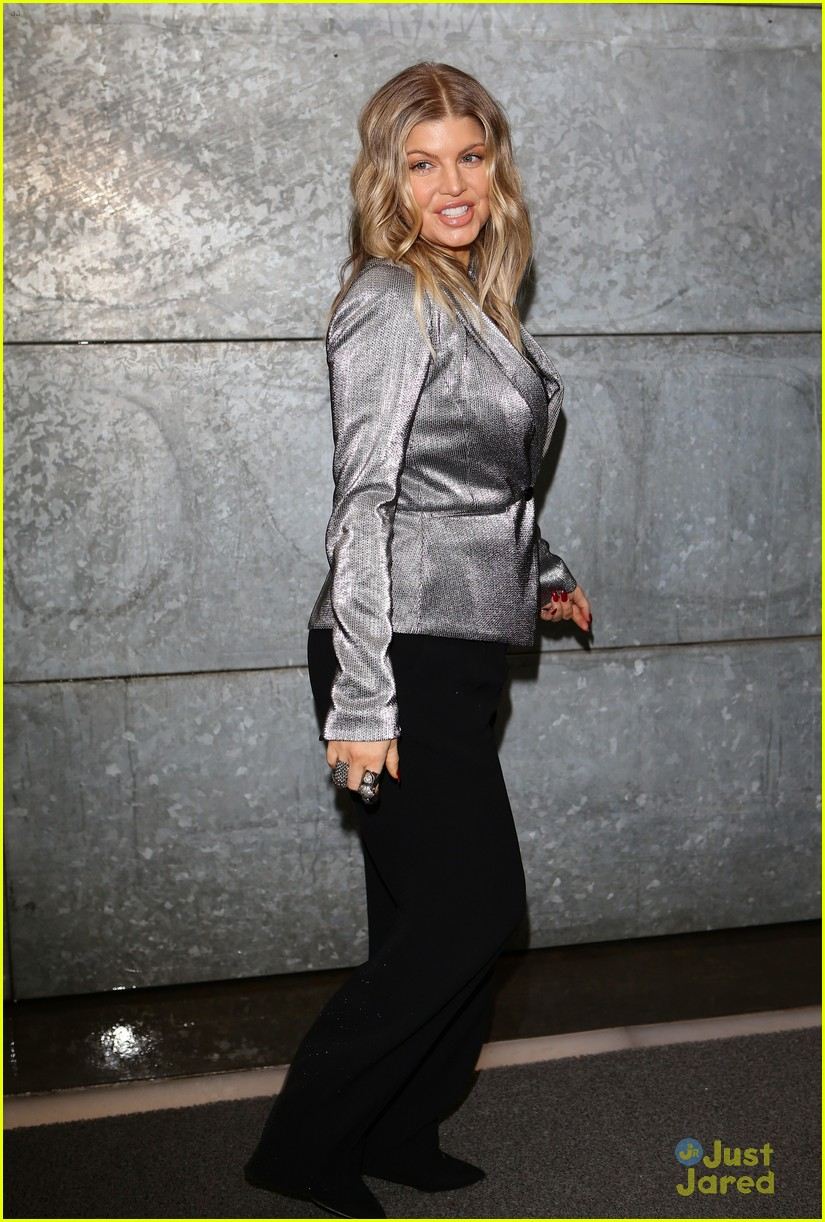 fergie front row at armani 092818397