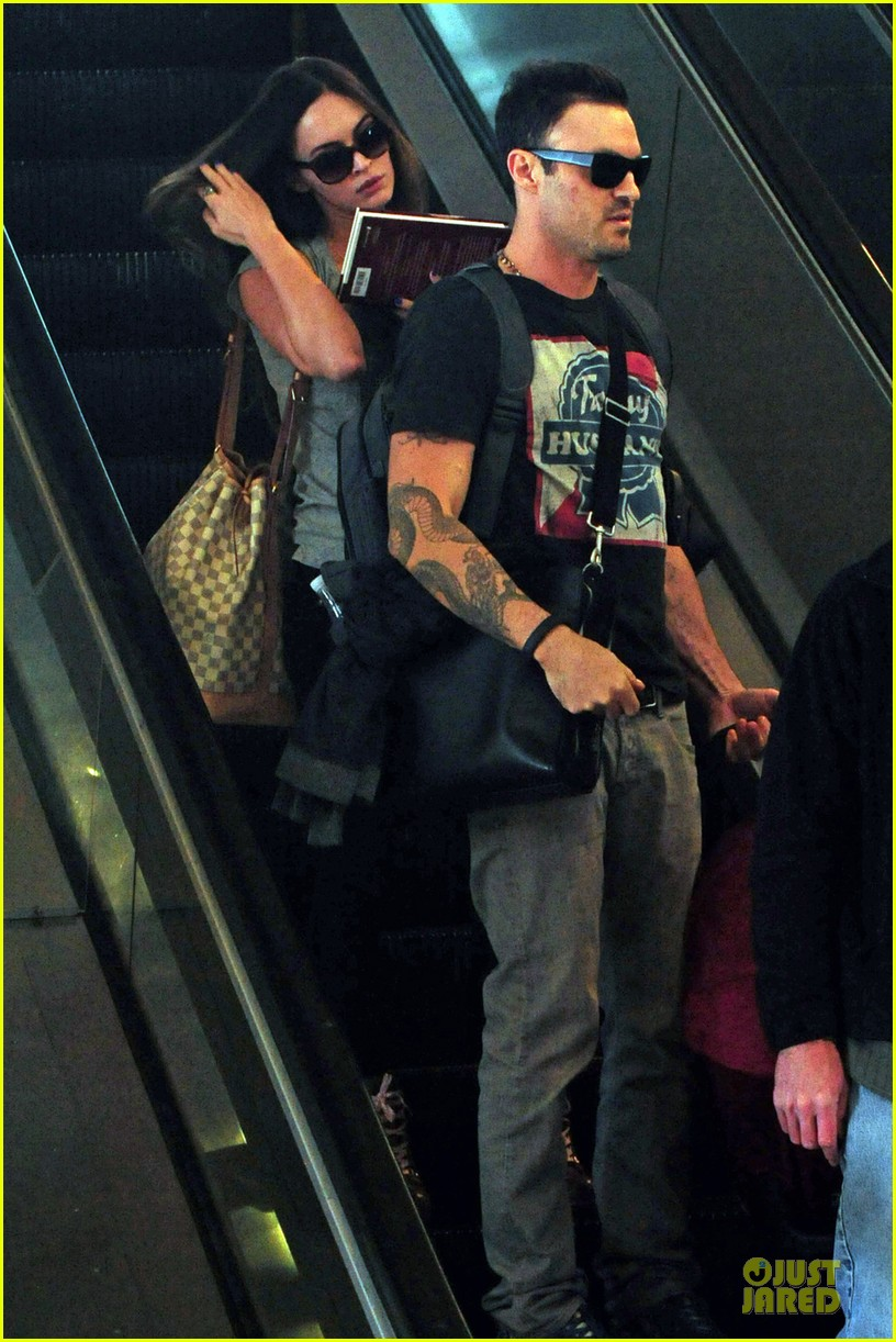 megan fox brian austin green book carrying lax departure 03