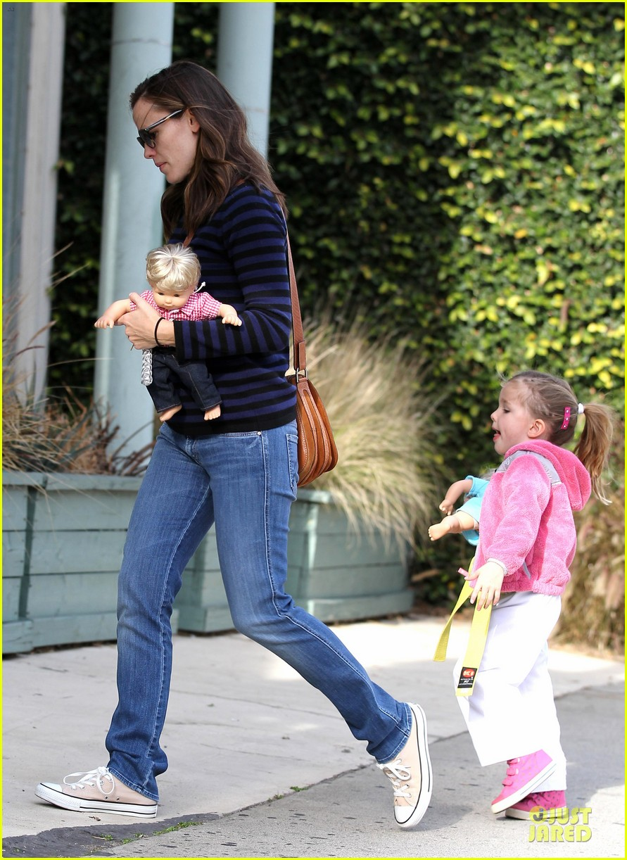jennifer garner karate drop off with seraphina dolls 36
