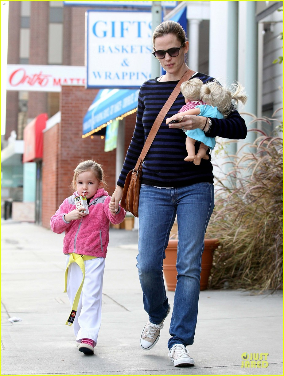 jennifer garner karate drop off with seraphina dolls 432803061