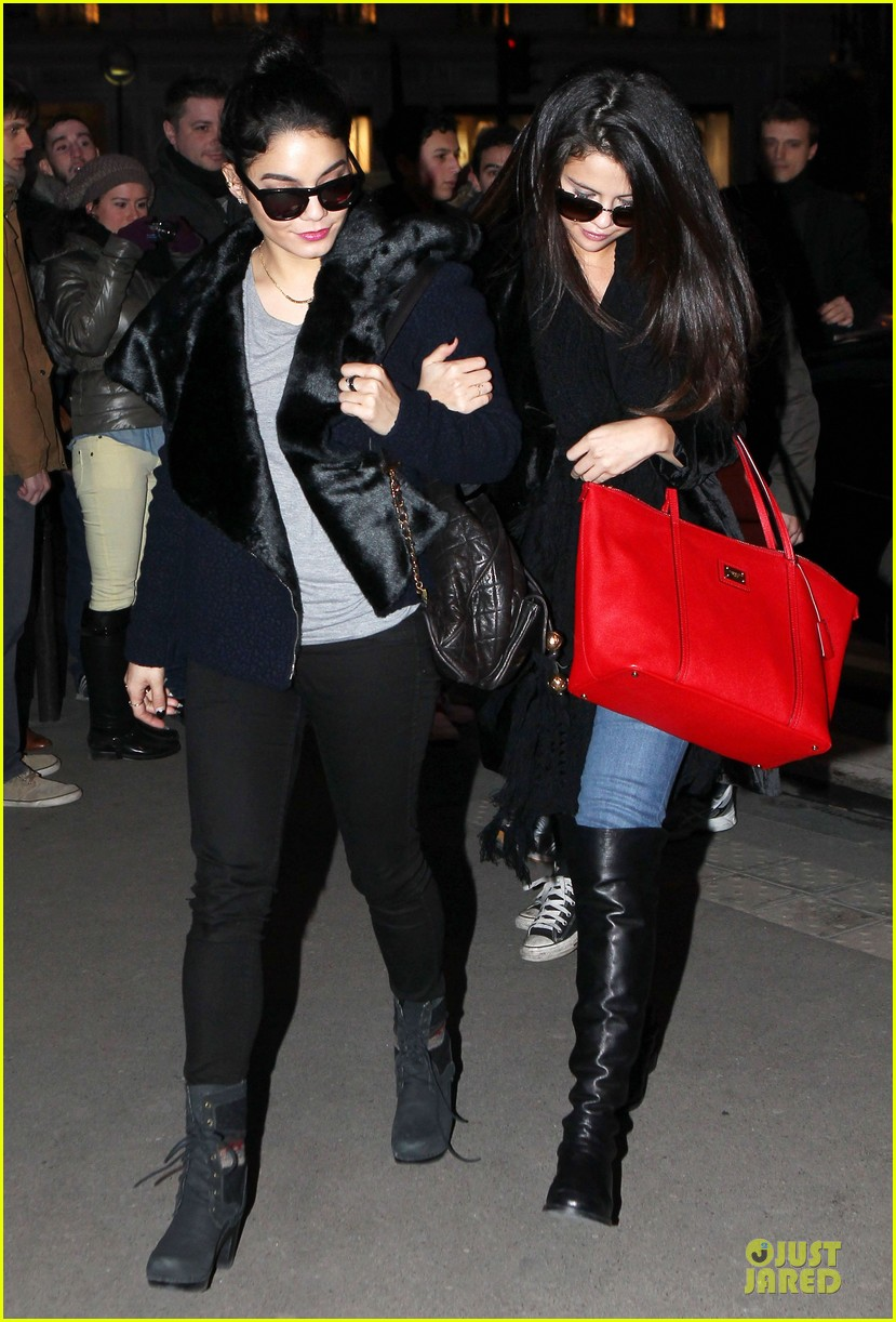 vanessa hudgens selena gomez spring breakers paris dinner 012813482