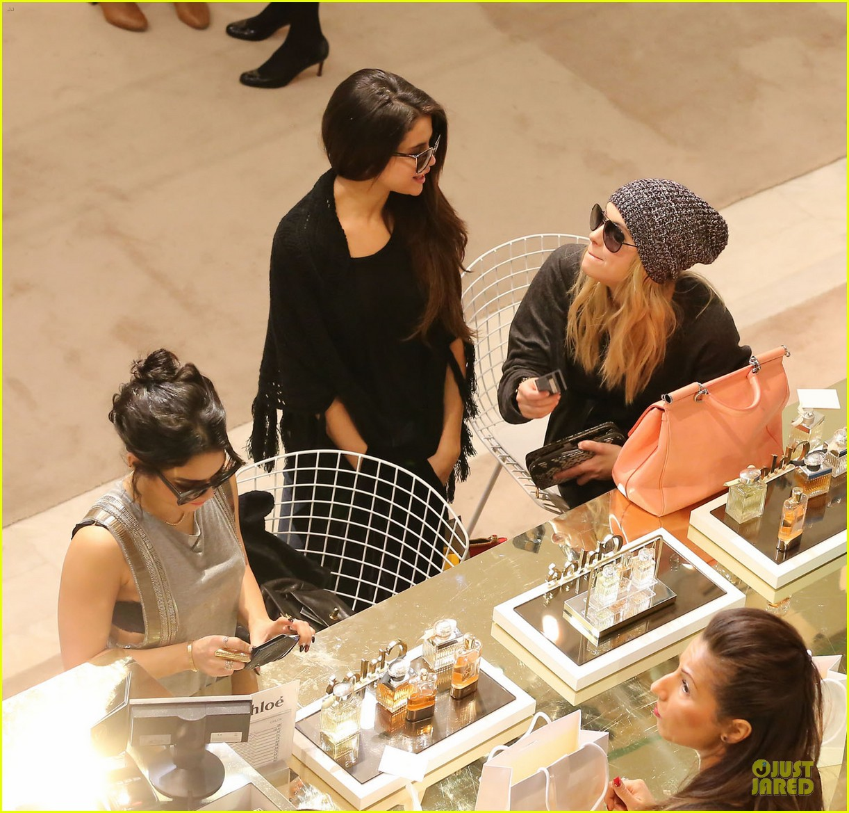 vanessa hudgens selena gomez spring breakers paris dinner 082813489