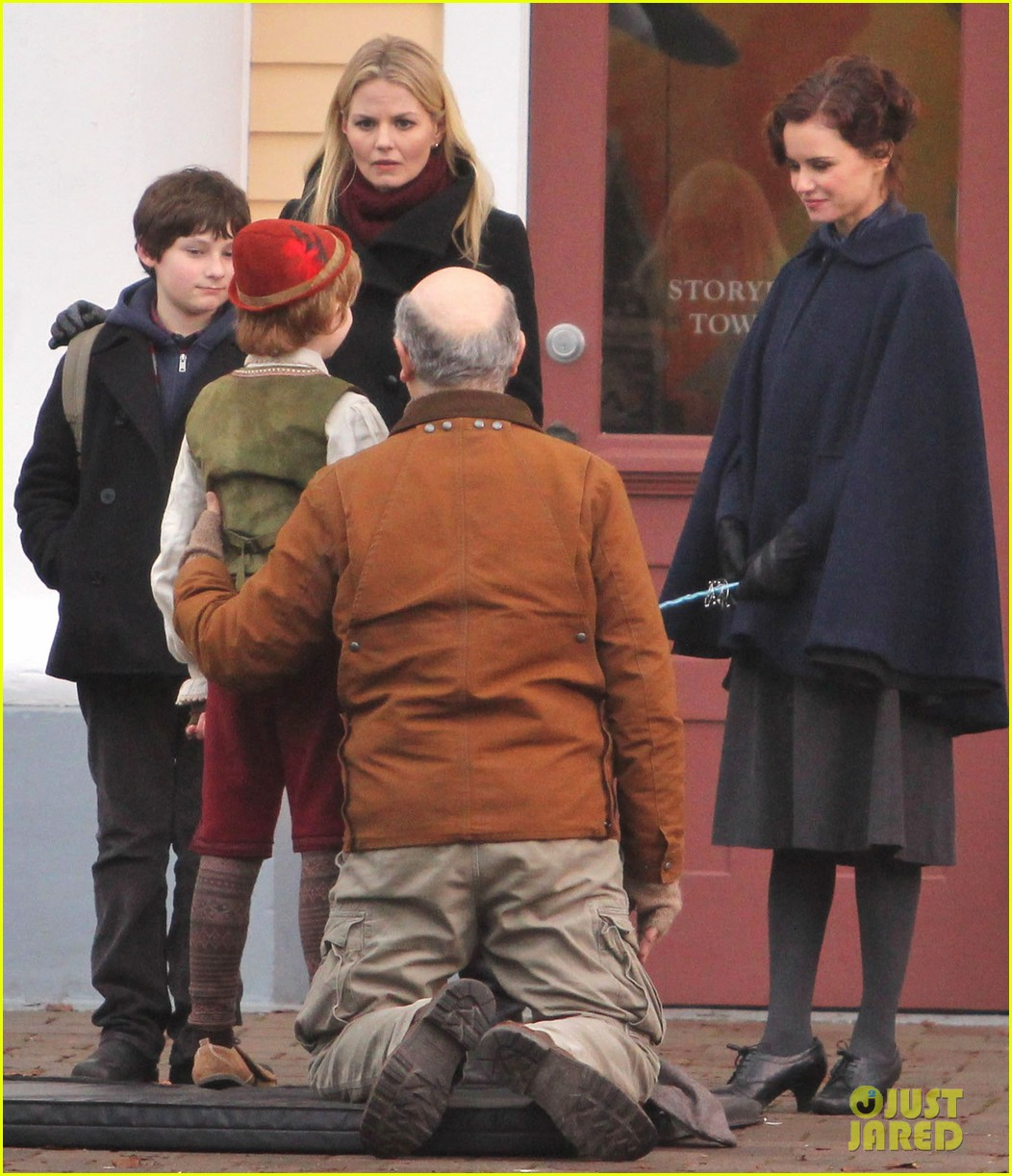 ginnifer goodwin jennifer morrison once upon a time filming 01