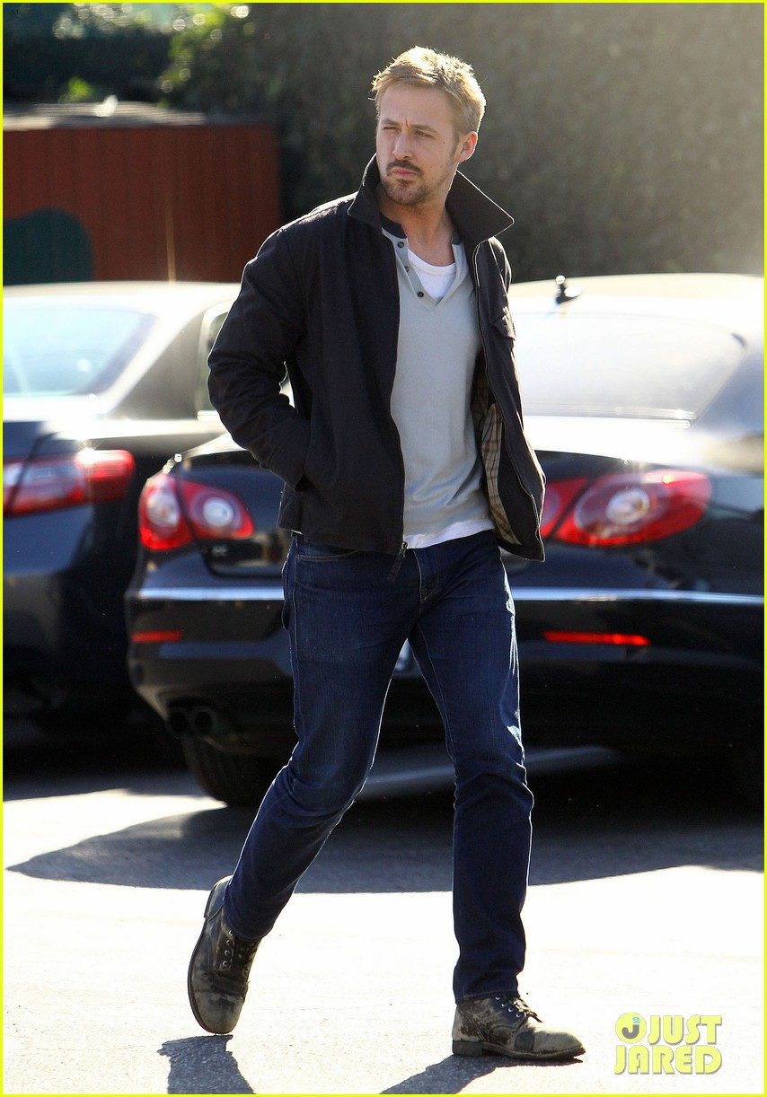 ryan gosling grabs lunch eva mendes hugo head out 17