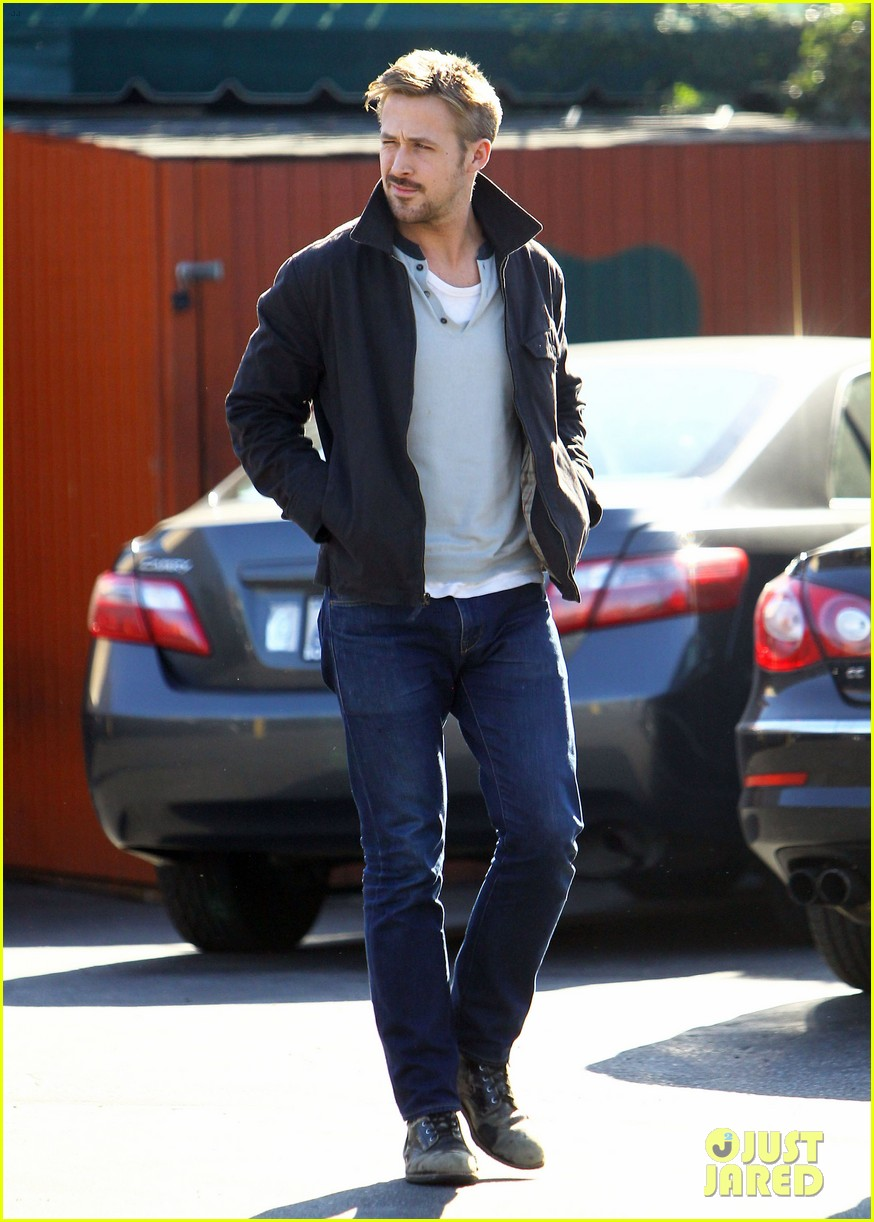ryan gosling grabs lunch eva mendes hugo head out 21