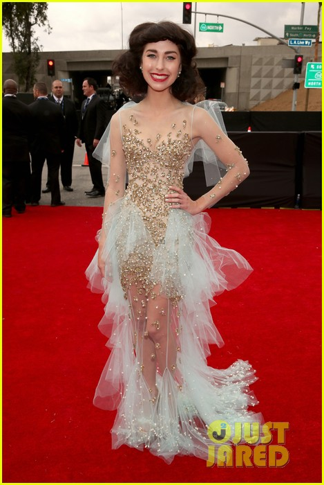 gotye grammys 2013 red carpet with kimbra 01