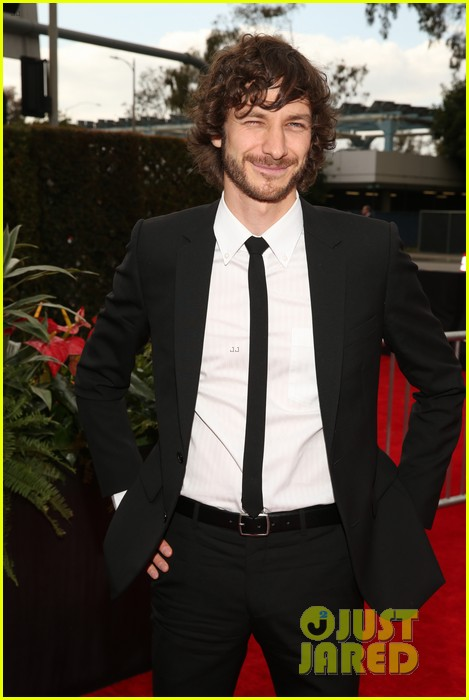 gotye grammys 2013 red carpet with kimbra 02