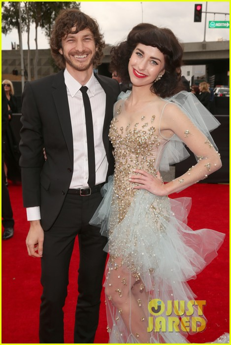 gotye grammys 2013 red carpet with kimbra 07