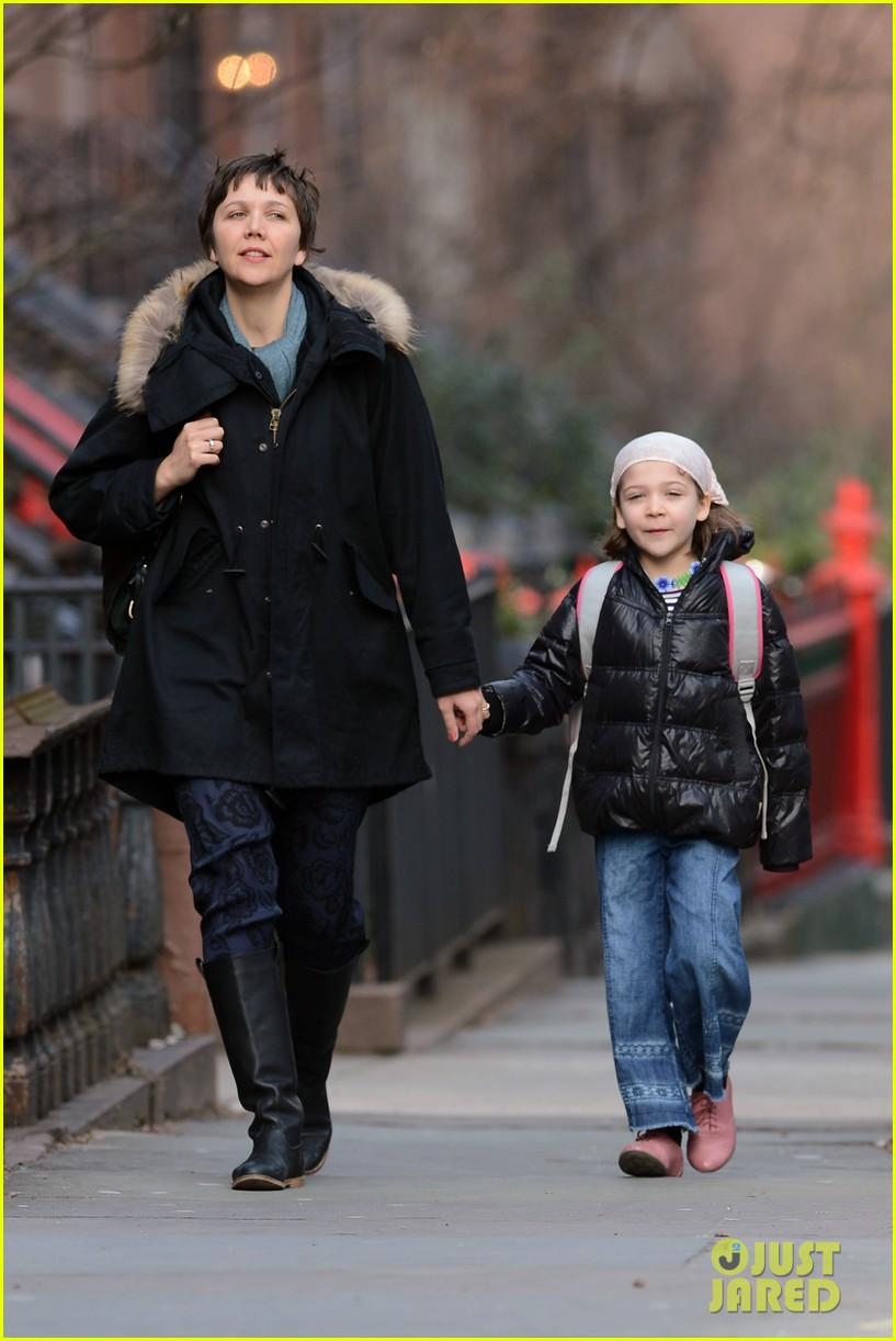 Maggie Gyllenhaal: Short Haired School Walk with Ramona!