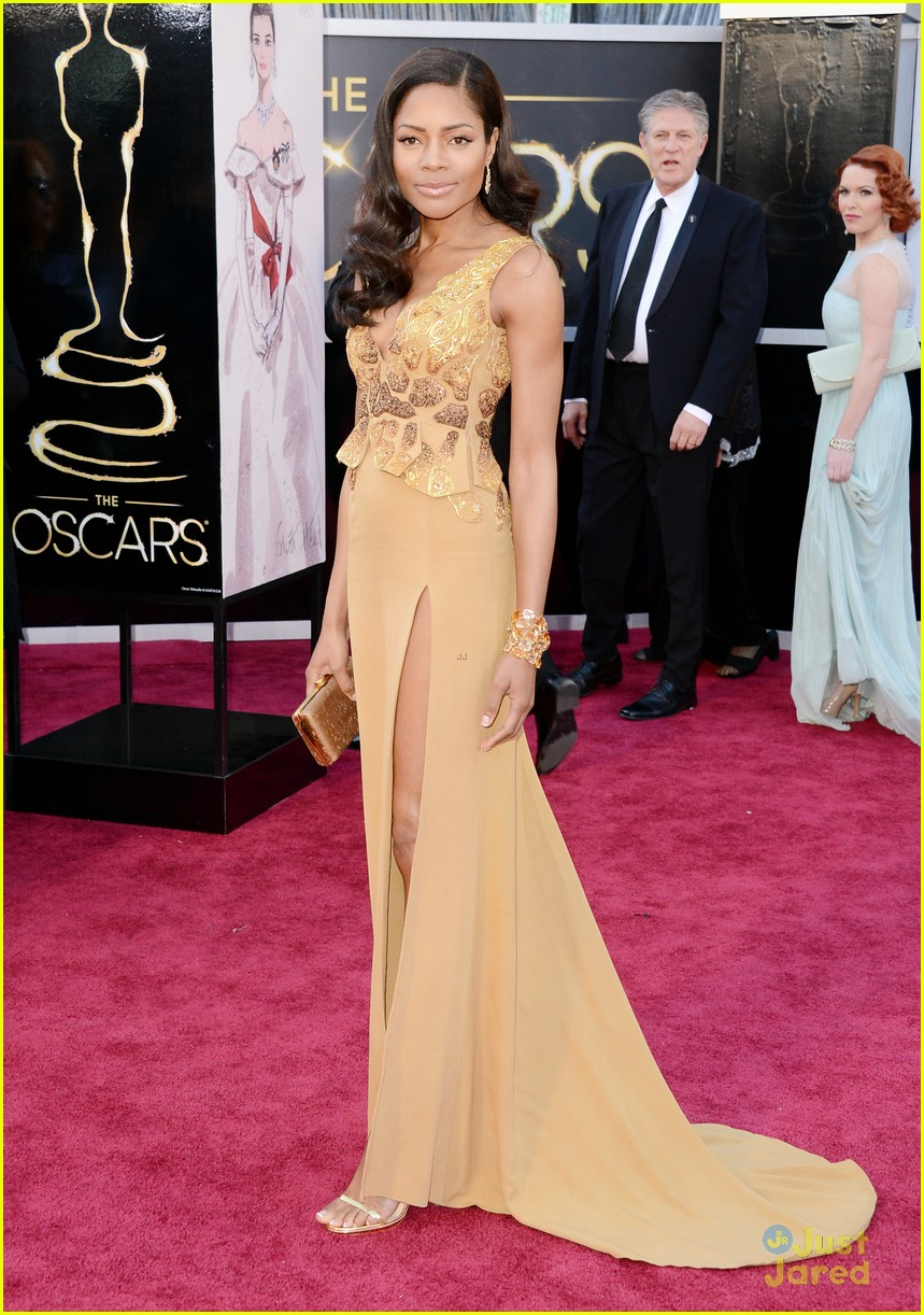 naomie harris oscars 2013 red carpet 05