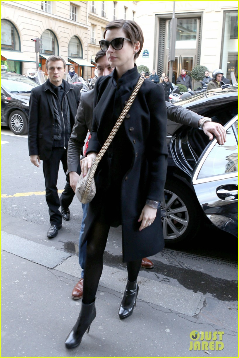 anne hathaway amanda seyfried berlinale festival bound 07
