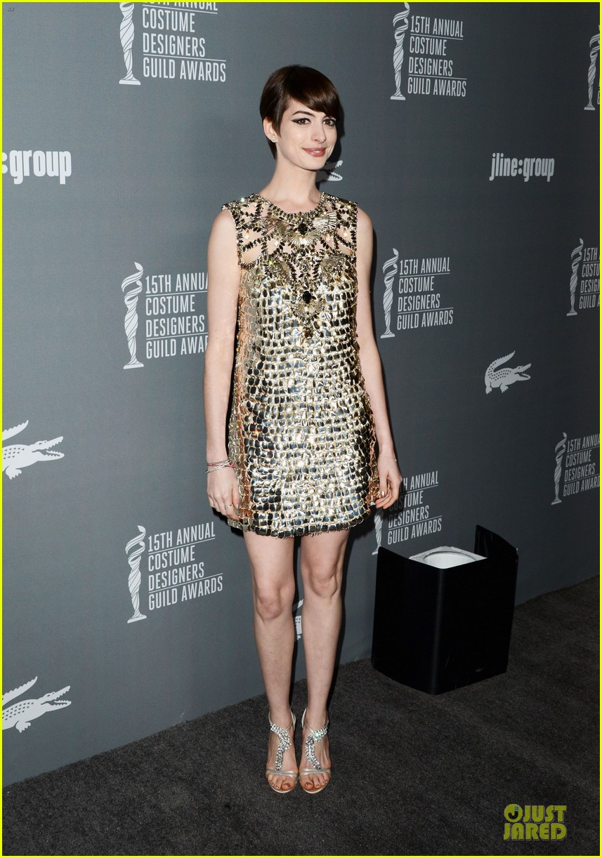 anne hathaway cdg awards 2013 red carpet 13