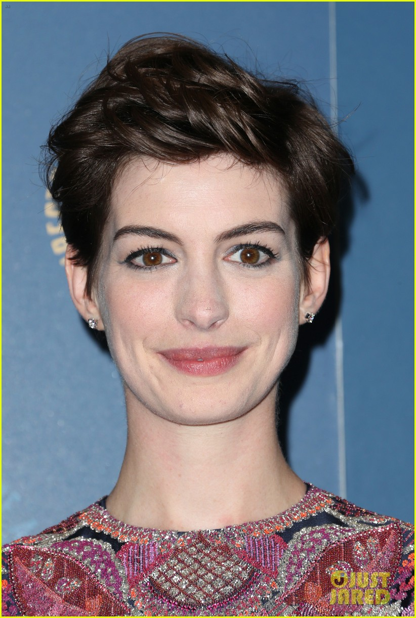 anne hathaway dga awards 2013 with hugh jackman 18