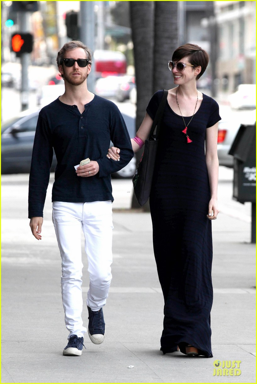 anne hathaway adam shulman medical office visiting couple 06